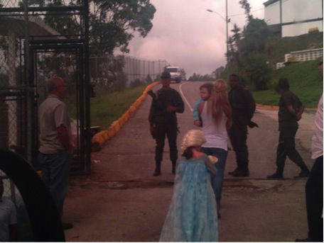 Figure 1: Lilian Tintori and her two children being denied entry to Ramo Verde Prison on 10/25