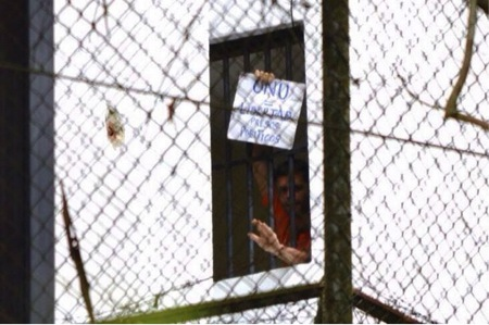 Figure 2: Leopoldo López holds up a sign from jail, calling on the UN to help free Venezuela's political prisoners